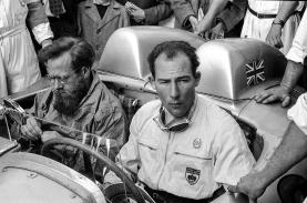 Mille Miglia, Italia, 1955. Stirling Moss ganó la legendaria prueba al lado de Denis Jenkinson, en un Mercedes-Benz racing sports car 300 SLR (W 196 S), con el mejor tiempo jamás conseguido. Foto: Mercedes-Benz.