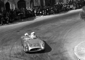 Mille Miglia de 1955, al lado de Jenkinson. Foto: Mercedes-Benz.