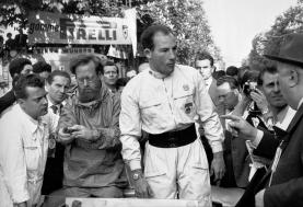 Su triunfo en Mille Miglia, a bordo del 300 SLR (W 196 S). Foto: Mercedes-Benz.